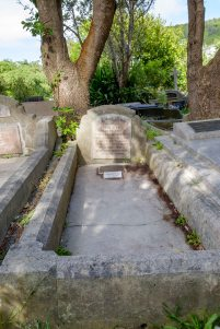 Katie Rait's grave