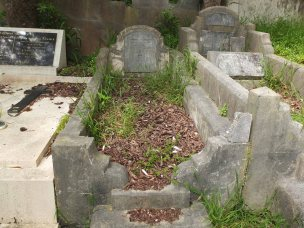 Thomas Bailey's grave - before photo