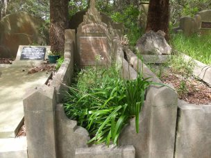 Arthur Howell's grave - before photo