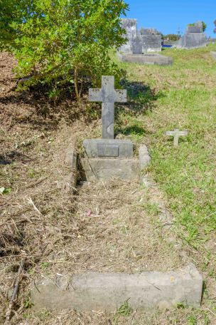 Thomas McParlin's grave - before photo