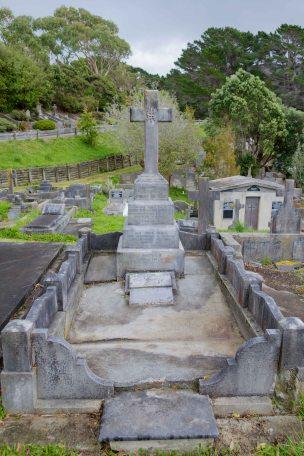 Louis & Sheila de Vere's grave